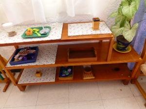 Comunidad infantil: bandejas preparadas con todo el material que se necesita para la activi