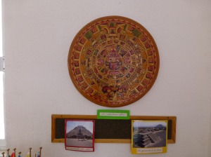Fotos de pirámides y calendario azteca