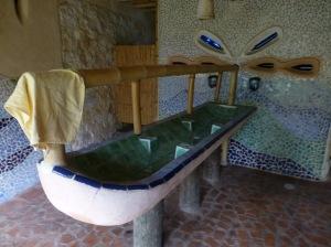 Baño, con tuberías de caña