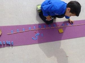 Niño de 5 años contando hasta el mil