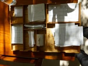 Bandejas con varios modelos de papel