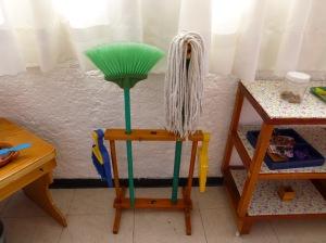 Escobas y trapeador para niños menores de 3 años