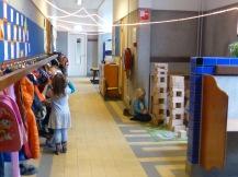 Juegos de construcciones en un rincón del pasillo