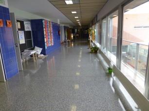 pasillos amplios y luminosos